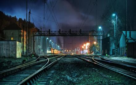 nature-landscapes_hdwallpaper_striking-train-station-late-at-night_22603